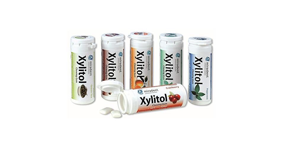 Miradent Žuvačky pre dentálnu starostlivosť Xylitol Chewing Gum 30 ks Brusinka