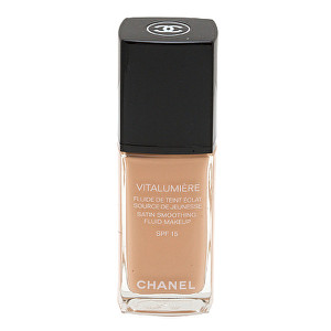 Chanel Make-up pro mladší a odpočatý vzhled Vitalumiére (Satin Smoothing Fluid Make-up SPF 15) 30 ml 25 Petale