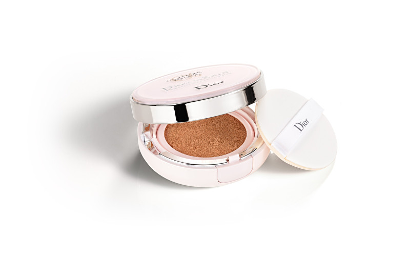 Dior Omlazující a zdokonalující make-up SPF 50 (Capture Total Dreamskin Cushion) 15 g 010 Fair-Neutral
