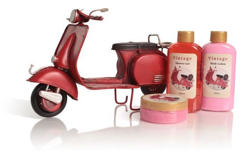 Lady Cotton Sada telovej kozmetiky do kúpeľa Red Vespa Red Fruits (Shower Set Rose)