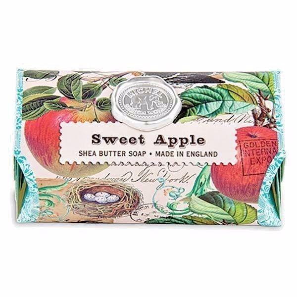 Michel Design Works Hydratační krémové mýdlo Sweet Apple (Shea Butter Soap) 246 g