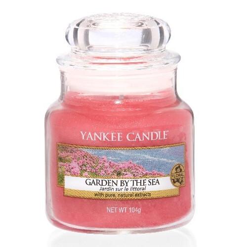 Yankee Candle Aromatická svíčka Classic malá Garden By The Sea 104 g