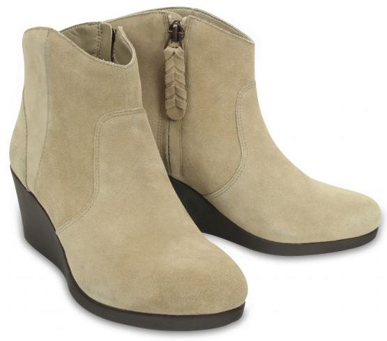 Crocs Dámske topánky na kline Leigh Suede Wedge Bootie Tan 37,5