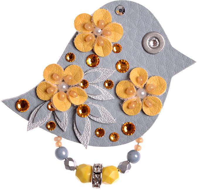 Petra Švarcová Brož s květy Pták
