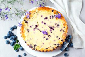 Ovesný koláč s tvarohem a borůvkami