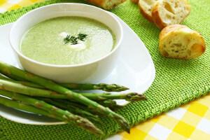 Chřestová polévka s muškátovým oříškem