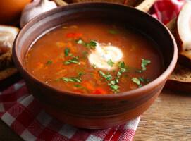 Polévka z červené řepy a batátu