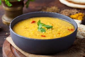 Jemná indická polévka s červenou čočkou
