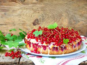 Špaldový koláč s červeným rybízem