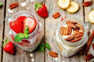 Vanilkový chia pudink s jahodami a banánem