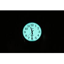 <p>Po stisknutí korunky ciferník díky unikátnímu osvětlení Indiglo svítí.<br />Foto je pouze ilustrativní, je zobrazen jiný model hodinek Timex.</p>