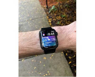 Watch Series 4 44mm stříbrný hliník s bílým provlékacím sportovním řemínkem