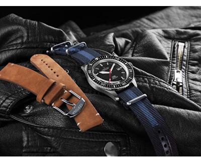 Výměna řemínků je opravdu rychlá, snadná a nevyžaduje žádné speciální nástroje, naskýtá se vám tak nespočet kombinací, jakým řemínkem si hodinky vyladit k dokonalosti.