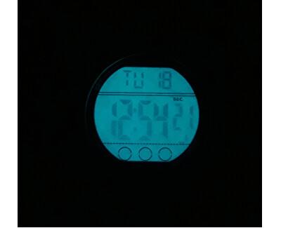 Po stisknutí tlačítka ciferník díky unikátnímu osvětlení Indiglo svítí. Foto je pouze ilustrativní, je zobrazen jiný model hodinek Timex.
