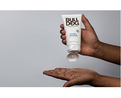 Gel de curățare pentru ten sensibil pentru bărbațiBulldog Sensitive Face Wash 150 ml