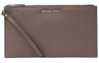 Michael Kors Elegantní hnědá kožená kabelka Studio Mercer Large Zip Clutch 2c2d40a2254