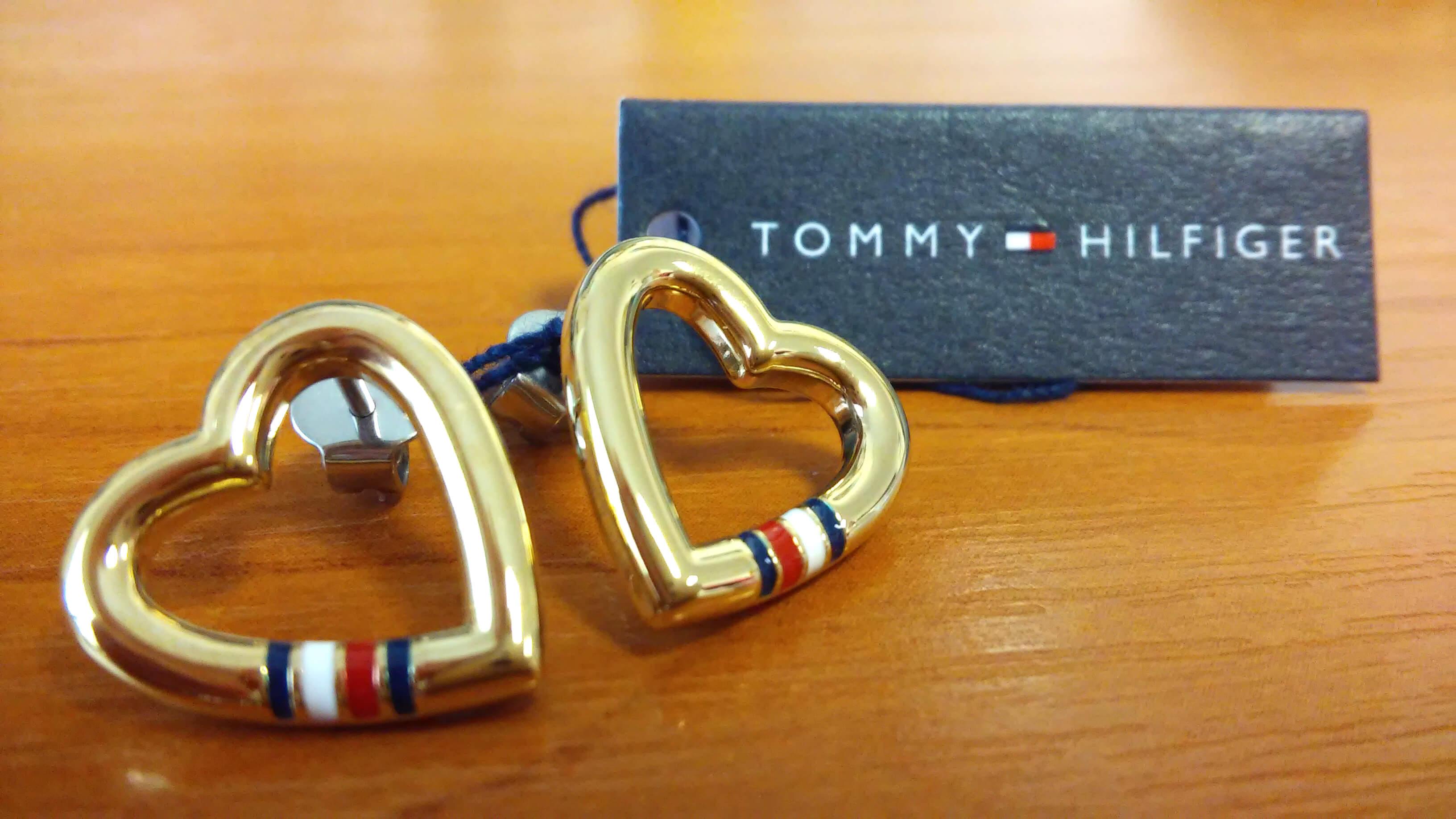 Tommy Hilfiger Zlaté srdíčkové náušnice z oceli TH2700910 Doprava ... a59375f7668