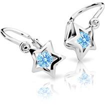 <p>Náušnice jsou osazené světle modrým krystalem.</p>