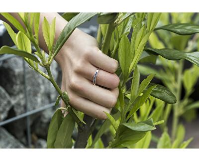 Stříbrný prsten se zirkony AGG327