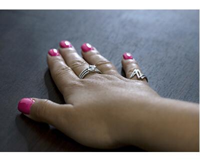 Stříbrný prsten se zirkony AGG332