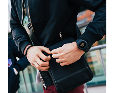 Čierny štýlový náramok Leather