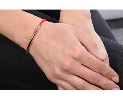 Červený šňůrkový náramek s růžově pozlacenou ocelovou ozdobou