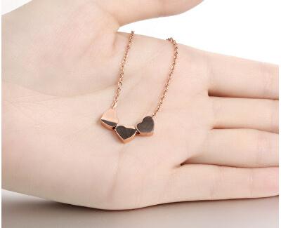 Romantický ocelový náhrdelník se srdíčky